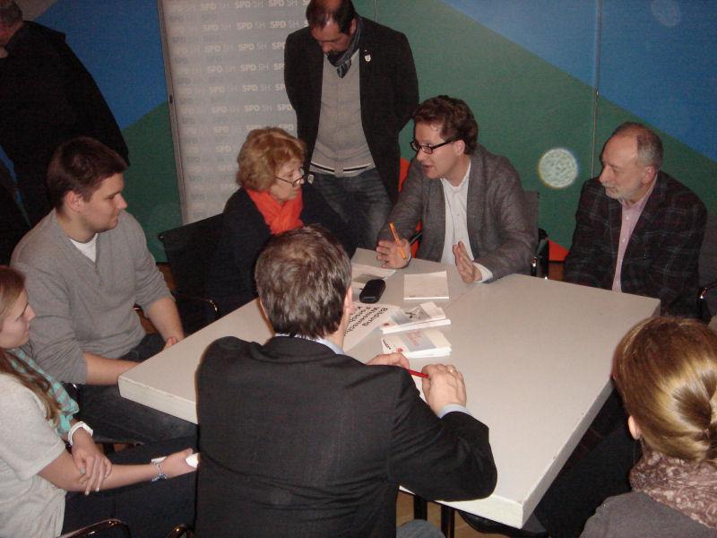 Foto: Martin Habersaat im Gespräch